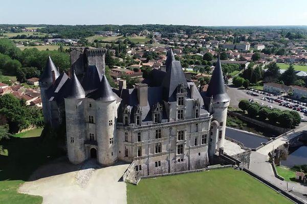 La Rochefoucauld, un des plus beaux châteaux de France.