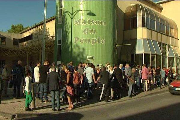 La réunion d'information a rassemblé environ 400 personnes à la maison du peuple de Gardanne.