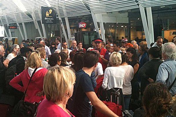 Accueil des voyageurs bloqués en gare de Montpellier suite à l'interrompue de la circulation entre Sète et Agde le 2 octobre 2014