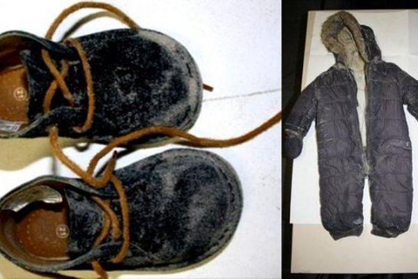Les chaussures et la combinaison d'Adélaïde au moment de sa disparition. La fillette retrouvée noyée sur la plage de Berck n'a pas été déclarée légalement. Sa mère, Fabienne Kabou, avait accouché d'elle le 9 août 2012, chez elle à Saint-Mandé.