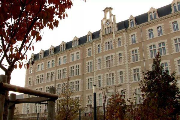 Une information judiciaire contre X pour meurtre a été ouverte par le parquet de Poitiers après la découverte du corps d'une septuagénaire, portée disparue, dans la cave de son domicile à Châtellerault