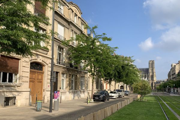 A Reims, les demeures du cours Langlet furent rebâties à la suite des destructions de la Première Guerre mondiale.
