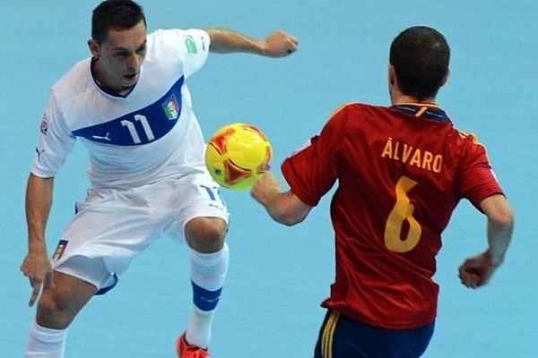 Illustration : Coupe du monde de Futsal, Espagne-Italie, à Bangkok, novembre 2012