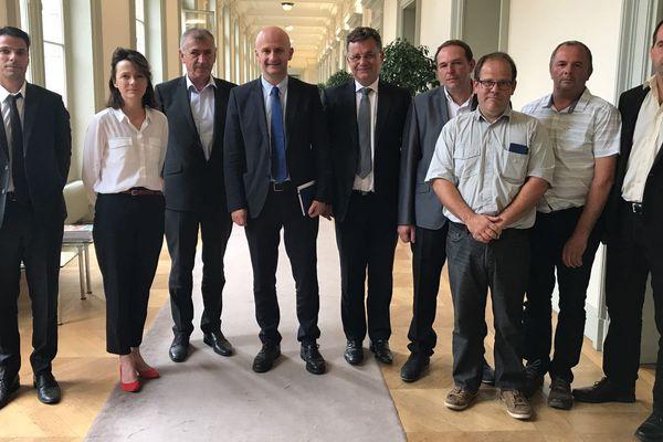 Des parlementaires de Savoie et Haute-Savoie ont conduit une délégation d'agriculteurs savoyards au cabinet du ministre de l'Agriculture