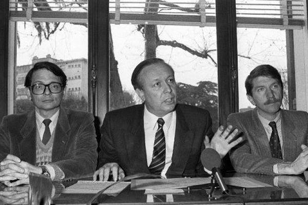 Le député Jean-Claude Gaudin entouré de Jean-François Mattéi et Guy Tessier en 1985.
