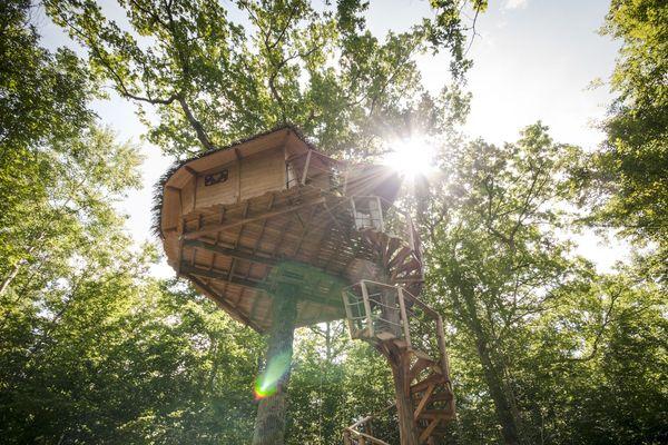 Dans les arbres, en roulottes, en cabanes ou en yourtes : les hébergements insolites ne manquent pas en Champagne-Ardenne.