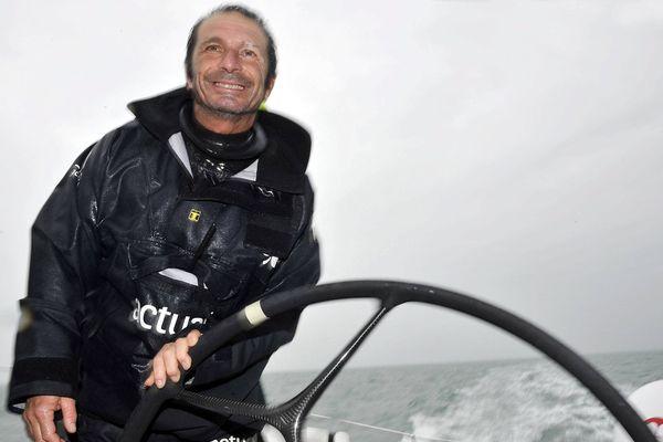 Yves le Blevec à bord de son trimaran Ultime Actual