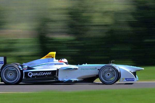 Issoire, le 14 avril 2014: le pilote français Emmanuel Collard teste la Formule E Spark-Renault SRT_01E.