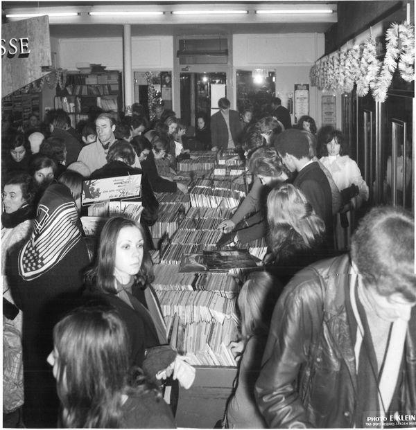 Dans les années 1960, Wolf Musique attire les foules avec ses nombreuses références de disques.