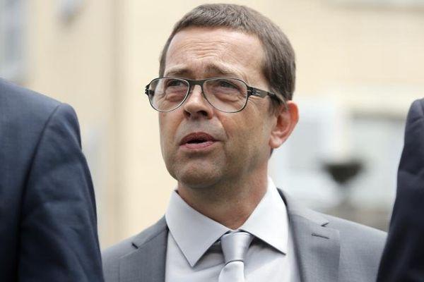 L'ex-urgentiste de Bayonne Nicolas Bonnemaison à son arrivée au tribunal de Pau (Pyrénées-Atlantiques), le 11 juin 2014.