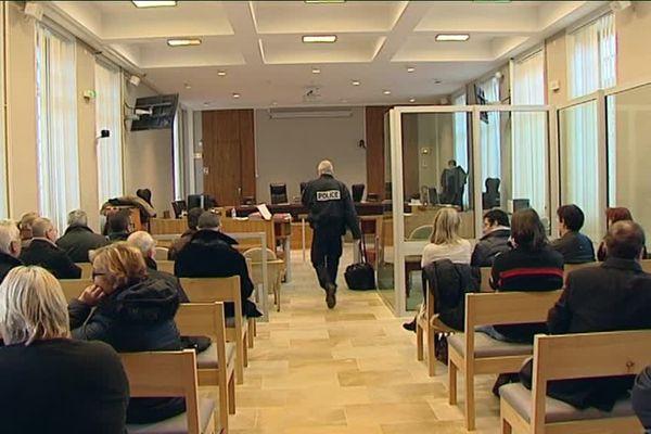 Aux Assises du Cher, le jour de l'ouverture du procès, avant le début des débats qui se sont tenus à huis clos.
