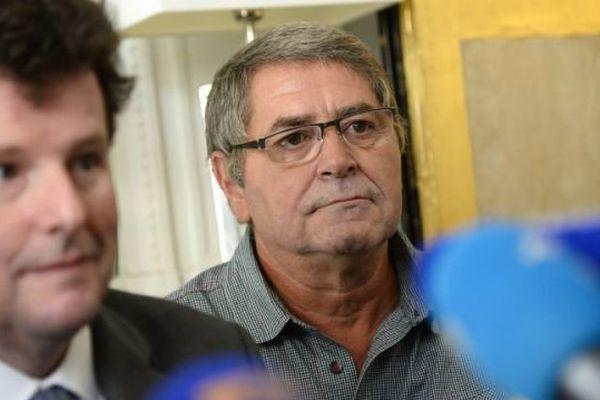 Pascal Fauret et son avocat, Jean Reinhart, lors de la conférence de presse tenue à Paris, mardi 27 octobre.