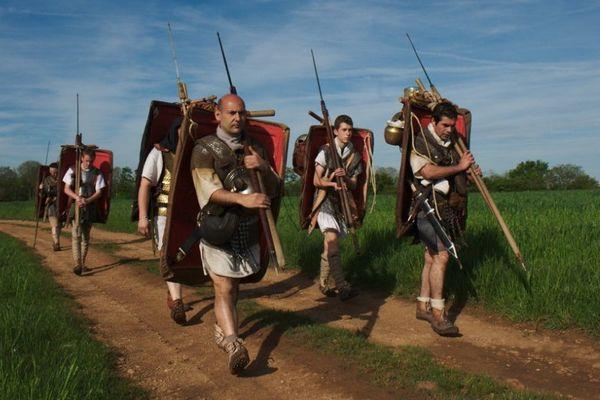 """Les """"légionnaires romains"""" lors de la marche de 2012."""