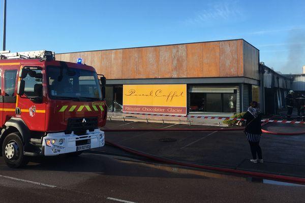 Le préjudice de l'incendie des établissements Pascal Caffet à Pont Ste-Marie s'élève à 2 millions d'euros de matériel dans le laboratoire et 2 millions d'euros pour le bâtiment.