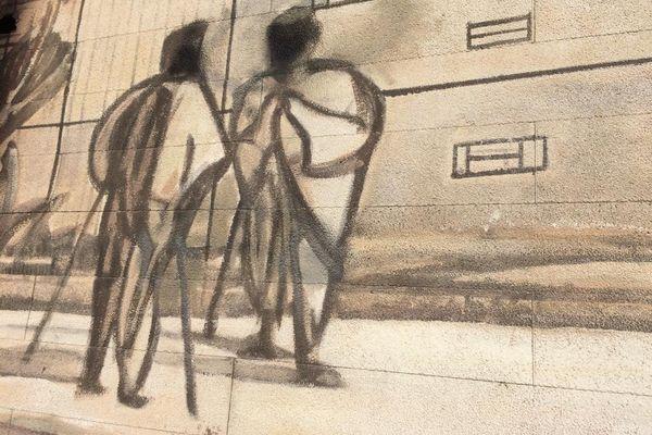 """Les 24 fresques du quartier des Etats-Unis à Lyon 8e, sont """"toutes très fragiles"""" selon l'atelier CitéCréation, à l'origine de ces peintures qui datent des années 90. Elles sont régulièrement entretenues."""
