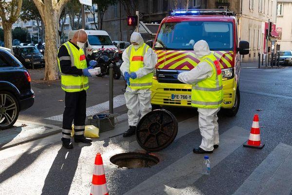 Un prélèvement dans les égouts de Marseille