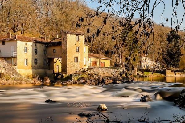 Le moulin de Massugeaon, Haute-Vienne (pose longue)
