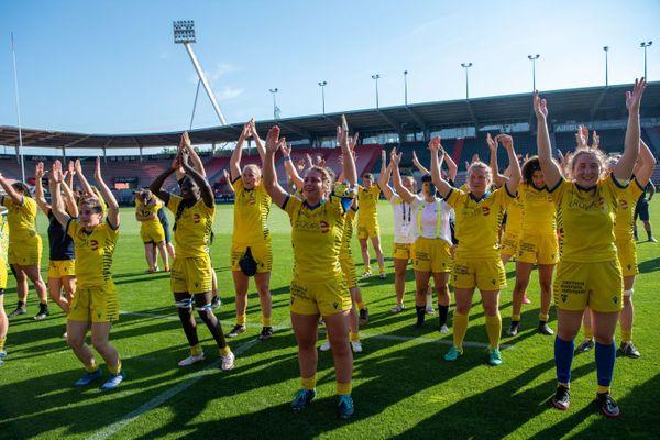 La joie des joueuses de l'ASM Romagnat qualifiées pour la finale du l'Elite Féminine de rugby.