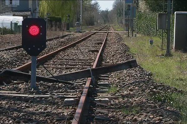 Pour l'heure, la ligne Limoges-Angoulême est coupée.