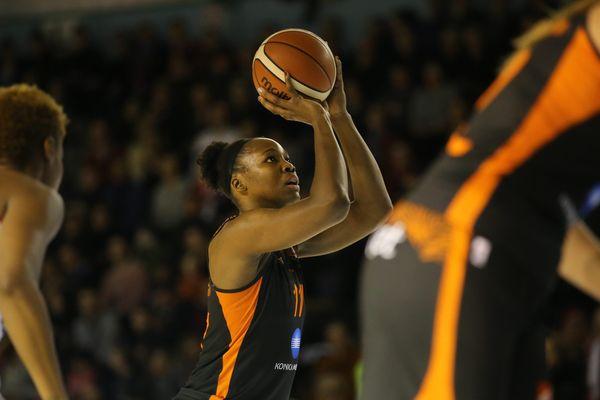 A l'approche des play-offs, Bourges peut compter sur l'ailière Clarissa Dos Santos