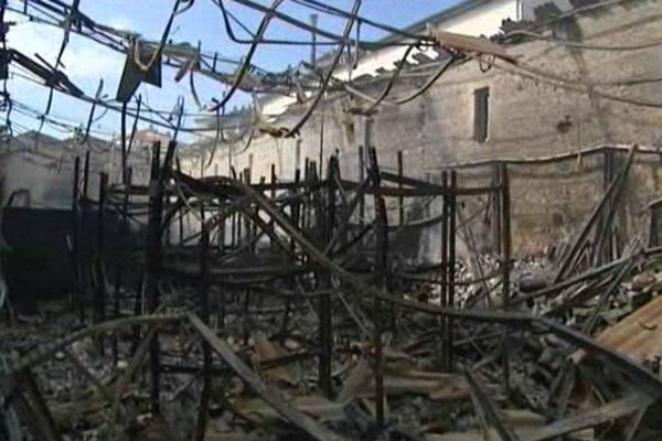 5000 m2, ont été détruits dans l'incendie de l'entreprise de meubles.