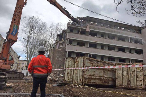 """Dans le quartier de Nétreville, les 3 immeubles LOPOFA sont démolis progressivement par """"grignotage"""""""
