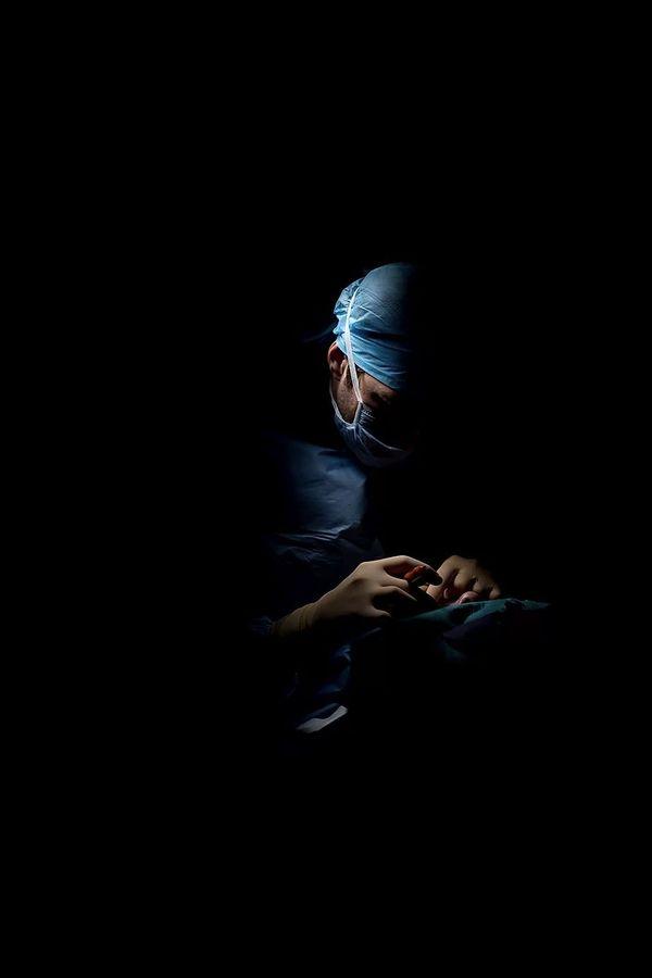 Adrien a partagé le quotidien des personnels soignants à l'hôpital de Dijon pendant 72 heures