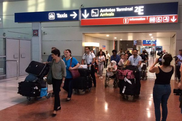 16 réfugiés syriens sont arrivés en France à l'aéroport de Roissy dans le cadre d'un accord entre l'Etat français et des associations chrétiennes - 5 juillet 2017