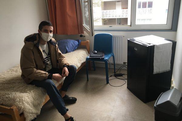 Antonin, en recherche d'emploi dans le secteur de l'animation, arrive de Perpignan.