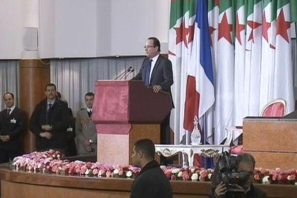François Hollande devant le parlement algérien
