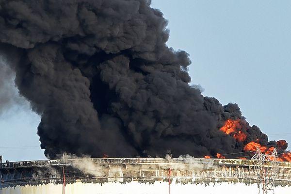 En 2015, deux cuves du site pétrochimique de LyondellBasell, proche de l'étang de Berre (Bouches-du-Rhône), avaient été touchées par un incendie.