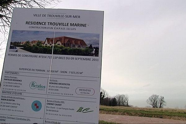 La maison de retraite pour personnes âgées dépendantes (EPAD) doit être construite sur la colline d'Hennequeville, sur les hauteurs de Trouville. Les travaux sont arrêtés.