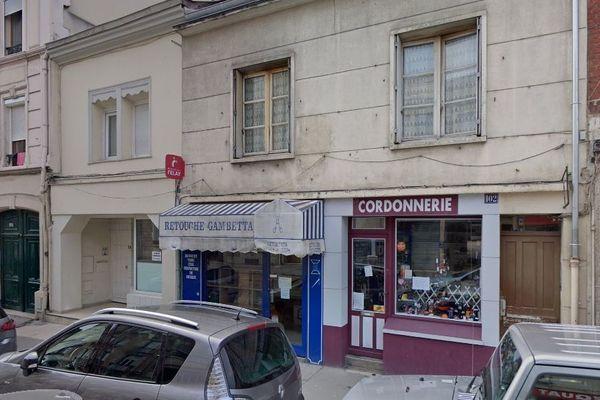 La soirée a eu lieu au 102 rue Gambetta à Reims.
