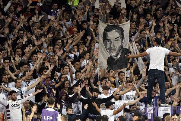 Hommage au supporteur du TFC Brice Taton assassiné en septembre 2009 en marge d'un match de football en Serbie