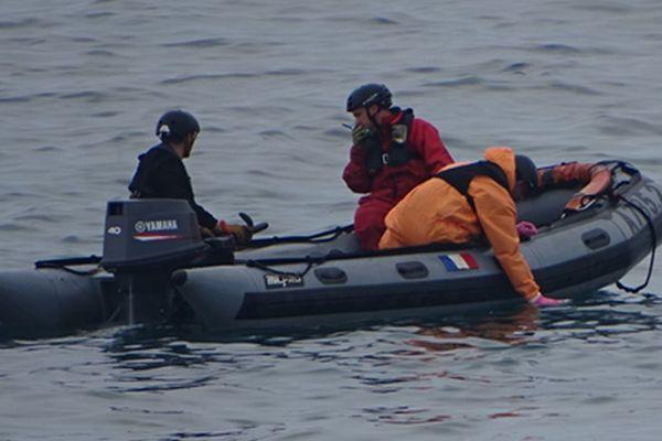 La Marine nationale a effectué des prélèvements sur la nouvelle irisation repérée ce mercredi 16 juin en baie de Saint-Brieuc