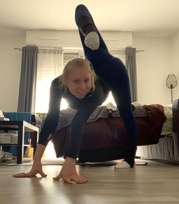 La gymnaste Kseniya Moustafaeva propose des entraînements en direct sur les réseaux sociaux tous les jours pendant le confinement