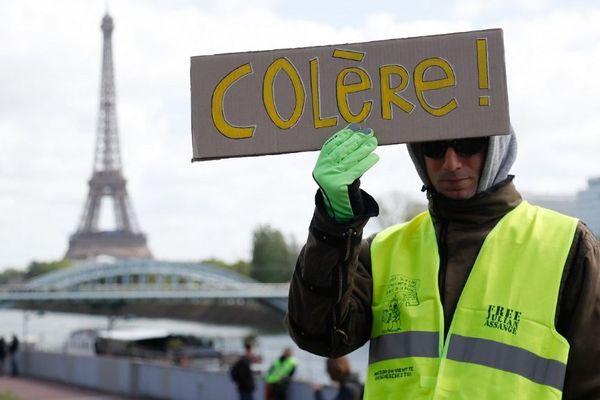 Un manifestant gilet jaune le 27 avril 2019 à Paris.