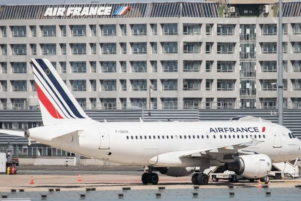 Le collectif des « gilets noirs » entend dénoncer le rôle d'Air France vis-à-vis des reconduites à la frontière (illustration, à l'aéroport de Roissy Charles-de-Gaulle).