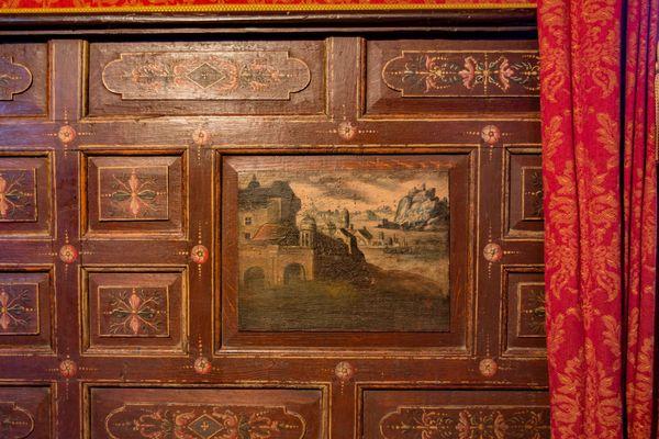 Les boiseries de la Grande Salle du château d'Islette ont besoin d'être restaurées.