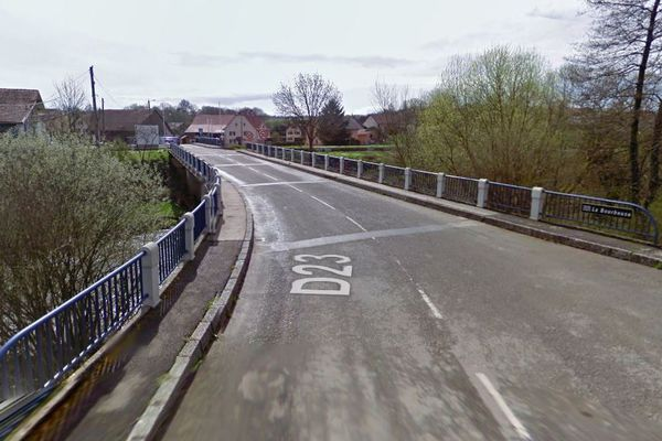 Illustration. La RD23 entre Charmois et Froidefontaine est inondée, une déviation a été mise en place.