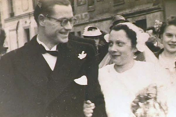 """C'était en décembre 1941, Georgette et Charles se disaient """"oui"""". 78 ans plus tard, à Puilboreau, près de La Rochelle, ils sont toujours ensembles - 5 mars 2019."""