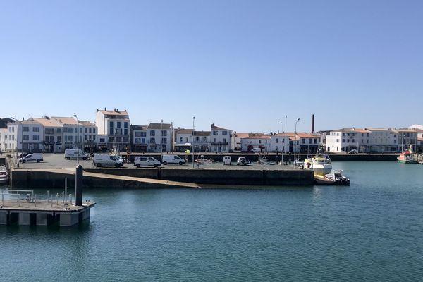 Le port de Joinville sur l'Ile d'Yeu pratiquement vide pour cause de Covid-19 en avril 2020.