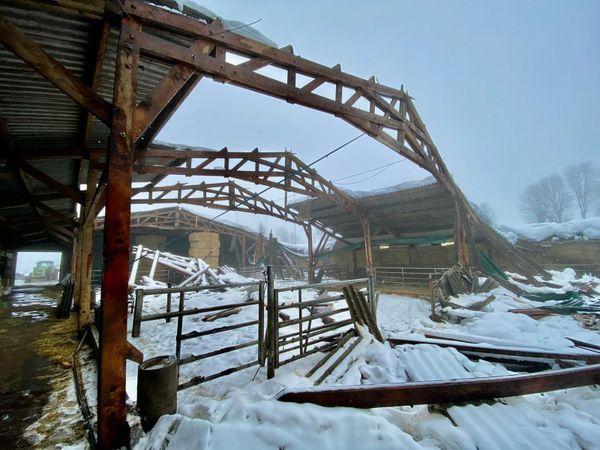 D'importants dégâts aussi sur cette exploitation d'Argence en Aubrac, dont les 80 vaches et 40 veaux ont réchappé de justesse à la catastrophe.