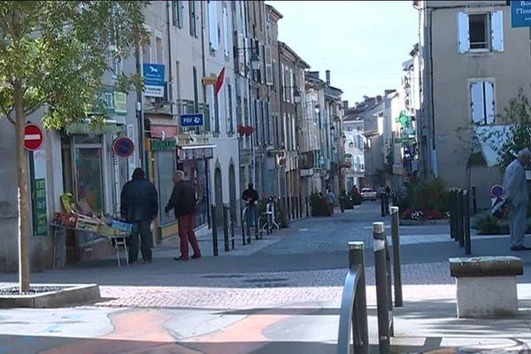 De nombreux commerces du centre-ville de Bellac avaient fermé leurs portes.