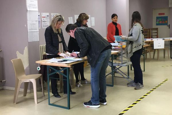 Bureau de vote à Nice le matin du 15 mars 2020