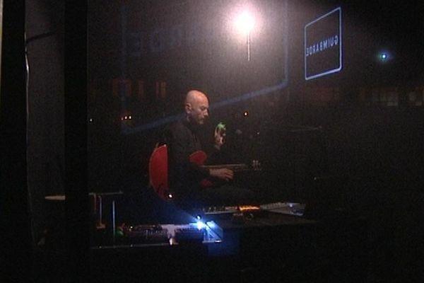 """Nicolas Repac a présenté son projet """"Black Box"""" au public du Magic Mirror ce mardi soir à Coutances"""