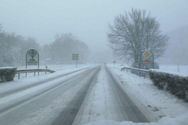 La neige est tombée en abondance dans la région de Saint-Seine-l'Abbaye en Côte-d'Or