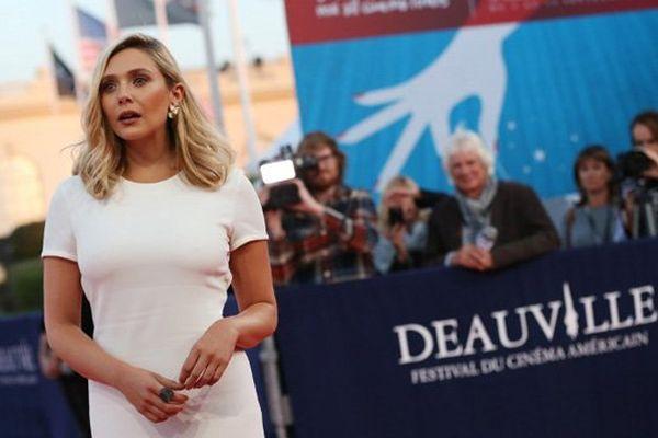 Elizabeth Olsen sur le tapis rouge du festival du cinéma américain ce mercredi soir à Deauville