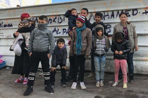 Depuis ce week-end, 11 enfants roms de 2 à 14 ans dorment dans la rue à Marseille