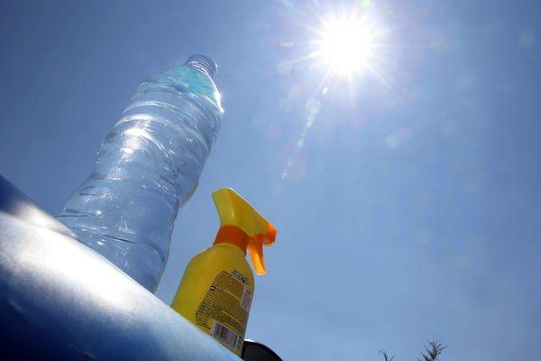 Pensez à vous hydrater régulièrement et à vous protéger du soleil.